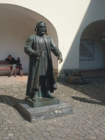 Socha Fedora Korjatovyča, ktorý podľa povesti pri dotyku s jeho prstom na  ruke spĺňa želania